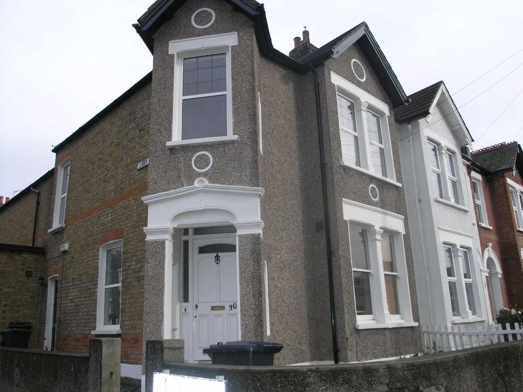 2 Bedrooms Apartment Flat for sale in Radford Road, Lewisham