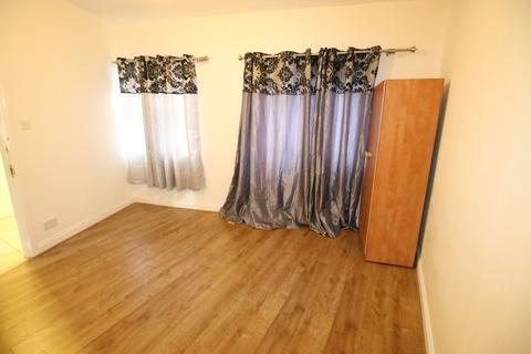 2 bedroom flat - Syon Lane, ISLEWORTH, Middlesex, TW7