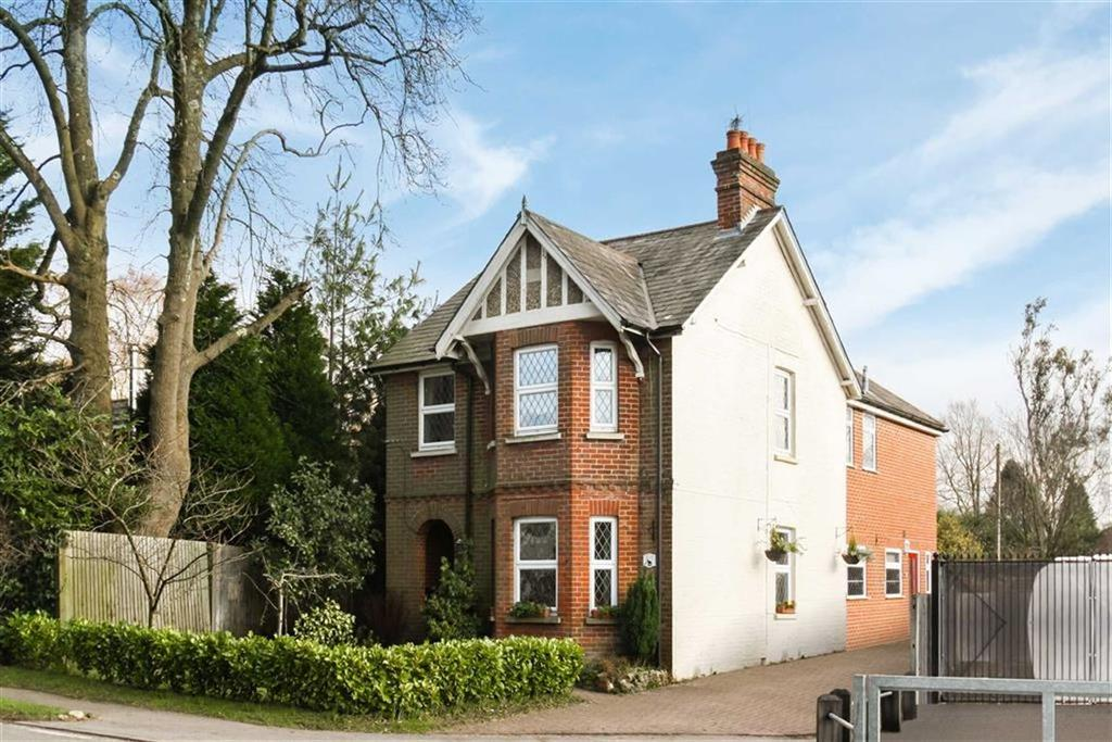 4 Bedrooms Detached House for sale in London Road, Hill Brow, Hampshire, GU33