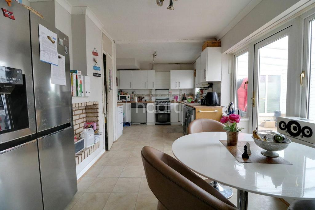 3 Bedrooms End Of Terrace House for sale in Westward Road, Chingford