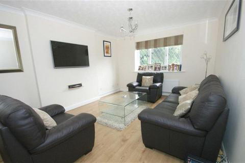 2 bedroom flat to rent - Highthorne Court, Shadwell, LS17