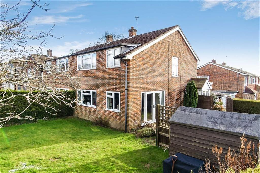 3 Bedrooms Semi Detached House for sale in West Close, Fernhurst, Haslemere, Surrey, GU27