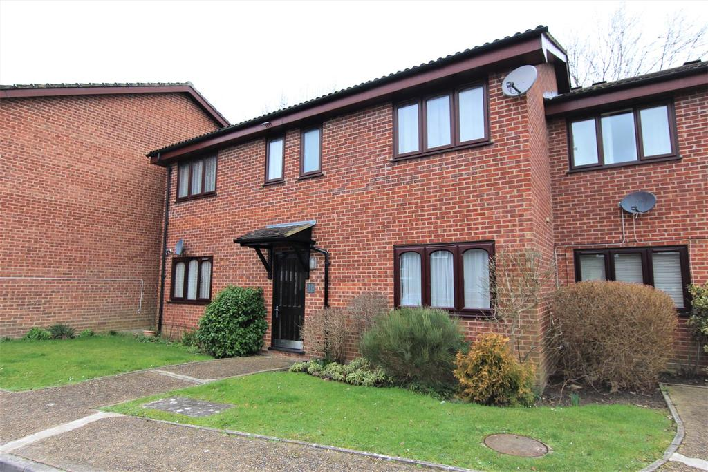 1 Bedroom Flat for sale in Junction Close, Burgess Hill