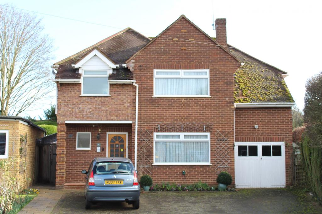4 Bedrooms Detached House for sale in Hyde Green