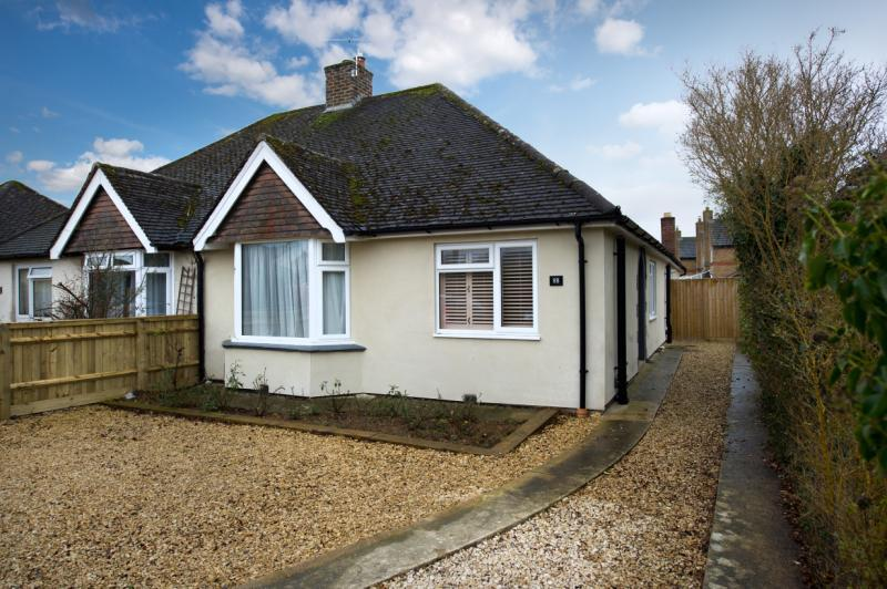 2 Bedrooms Semi Detached Bungalow for sale in Oxford Road, Kidlington, Oxfordshire