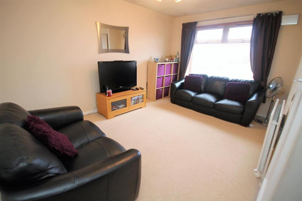 2 Bedrooms Maisonette Flat for sale in Midfield View, Stockton-On-Tees