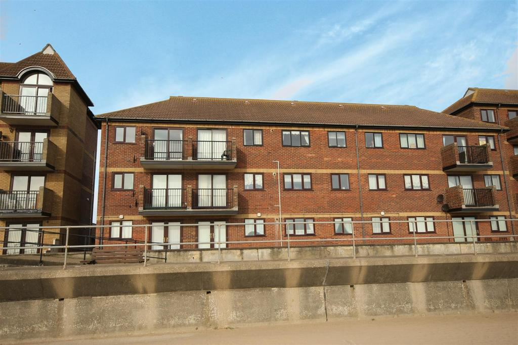 3 Bedrooms Flat for sale in Queens Park Close, Mablethorpe