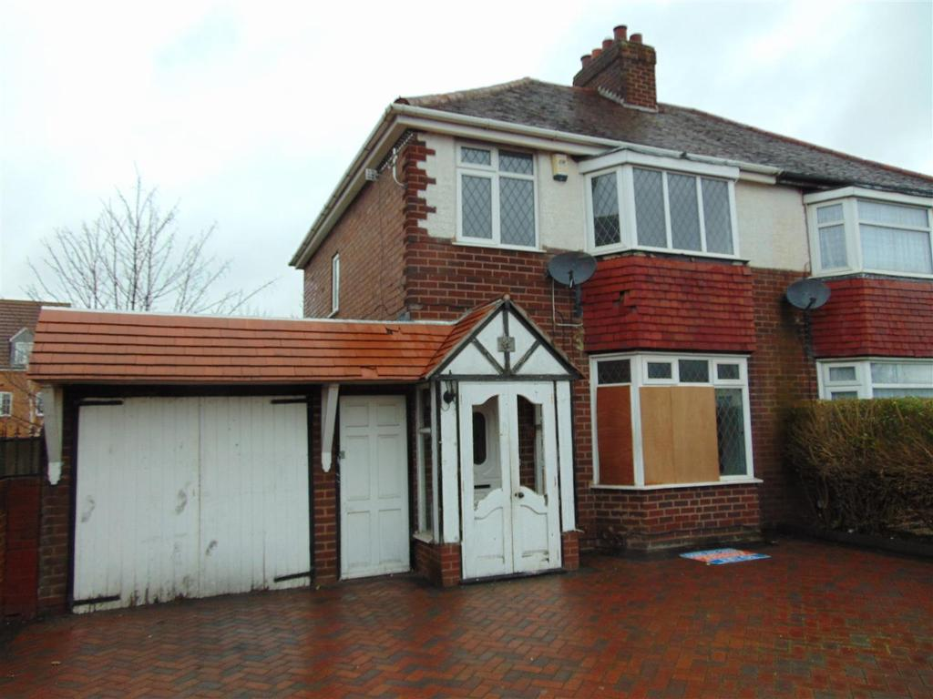 3 Bedrooms Semi Detached House for sale in Blakenall Heath, Walsall