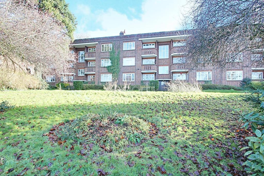 2 Bedrooms Flat for sale in The Mount
