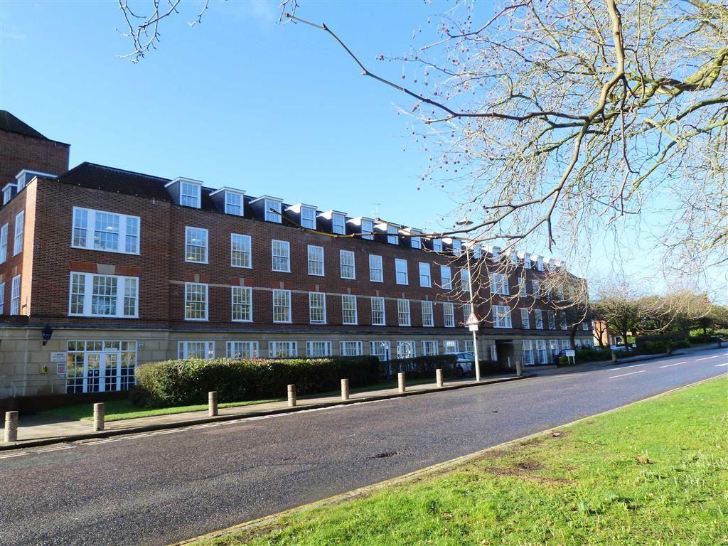 2 Bedrooms Apartment Flat for sale in Rosanne House, Bridge Road, West Side, Welwyn Garden City