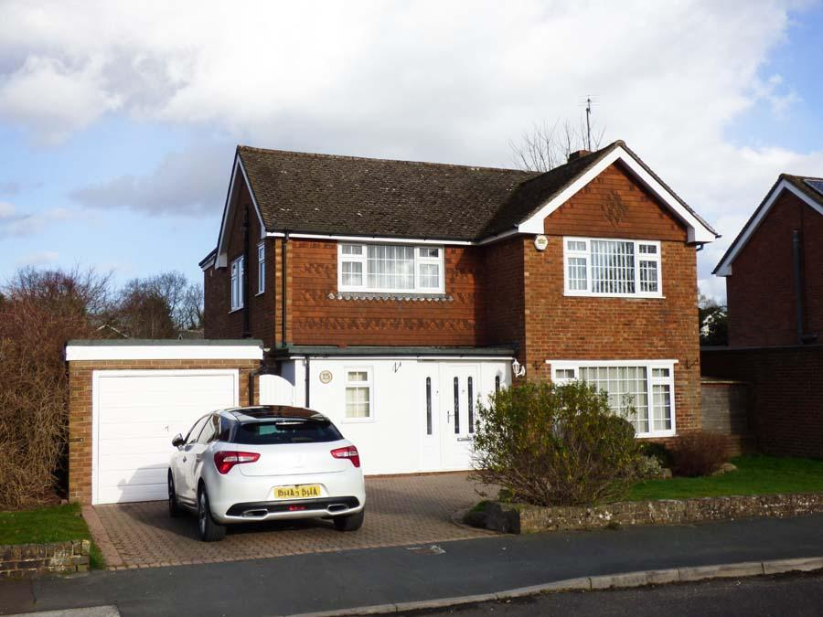 3 Bedrooms House for sale in Alexandra Road, Burgess Hill, RH15