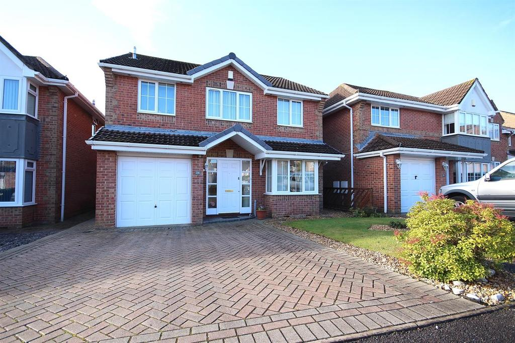 4 Bedrooms Detached House for sale in Holnest Road, Canford Heath, Poole