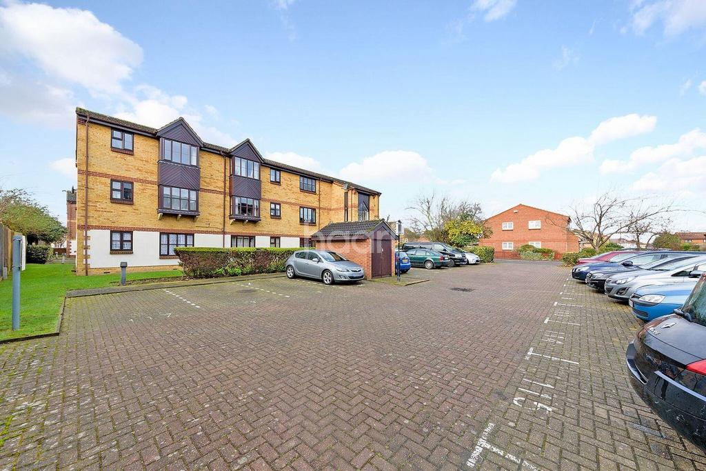 1 Bedroom Flat for sale in Summerhill Way, Mitcham, CR4
