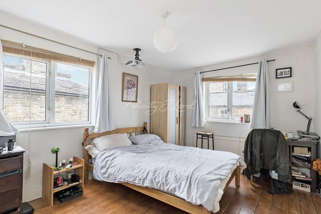3 Bedrooms Terraced House for sale in Dumont Road, N16