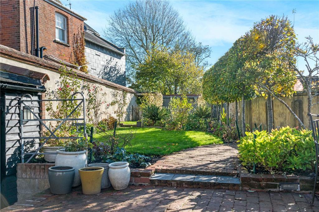 4 Bedrooms Terraced House for sale in Church Street, Amesbury, Salisbury