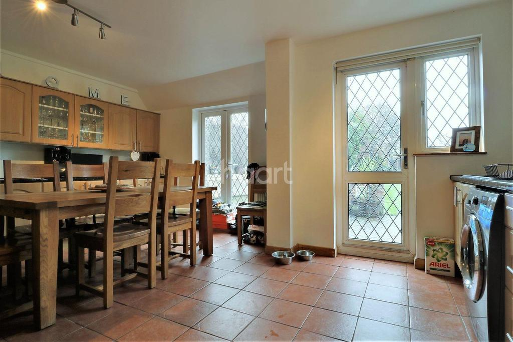 3 Bedrooms Semi Detached House for sale in Gravel Hill, Bexleyheath
