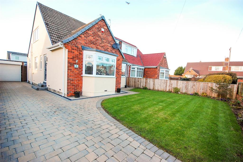 3 Bedrooms Semi Detached Bungalow for sale in Bamburgh Gardens, Tunstall, Sunderland