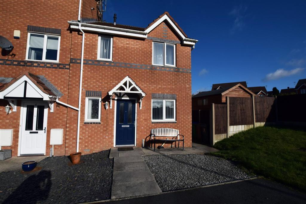 3 Bedrooms Town House for sale in Calgarth Drive, Middleton, Manchester