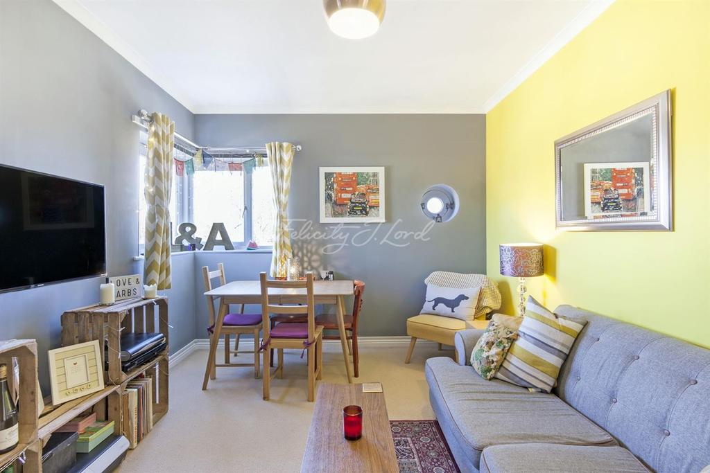 2 Bedrooms Flat for sale in Eastway, Hackney, E9