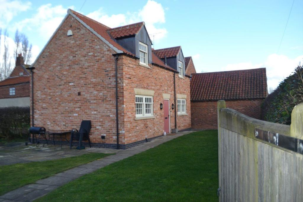 2 Bedrooms Cottage House for rent in TOWN STREET, GRASSTHORPE
