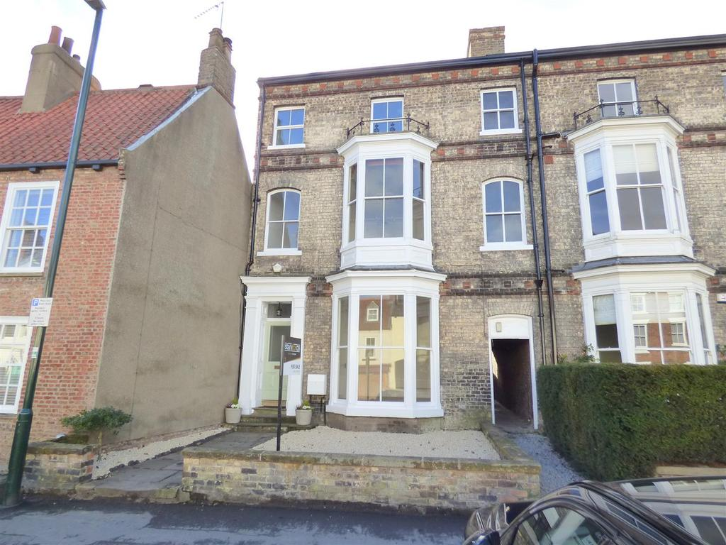 6 Bedrooms Town House for sale in North Bar Without, Beverley, East Yorkshire, HU17 7AG
