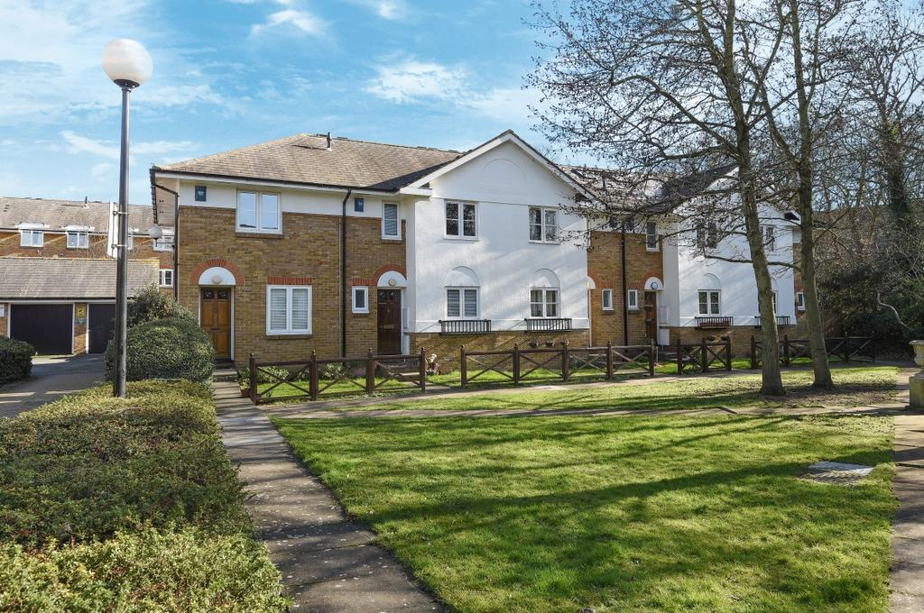 2 Bedrooms End Of Terrace House for sale in St. Josephs Vale London SE3