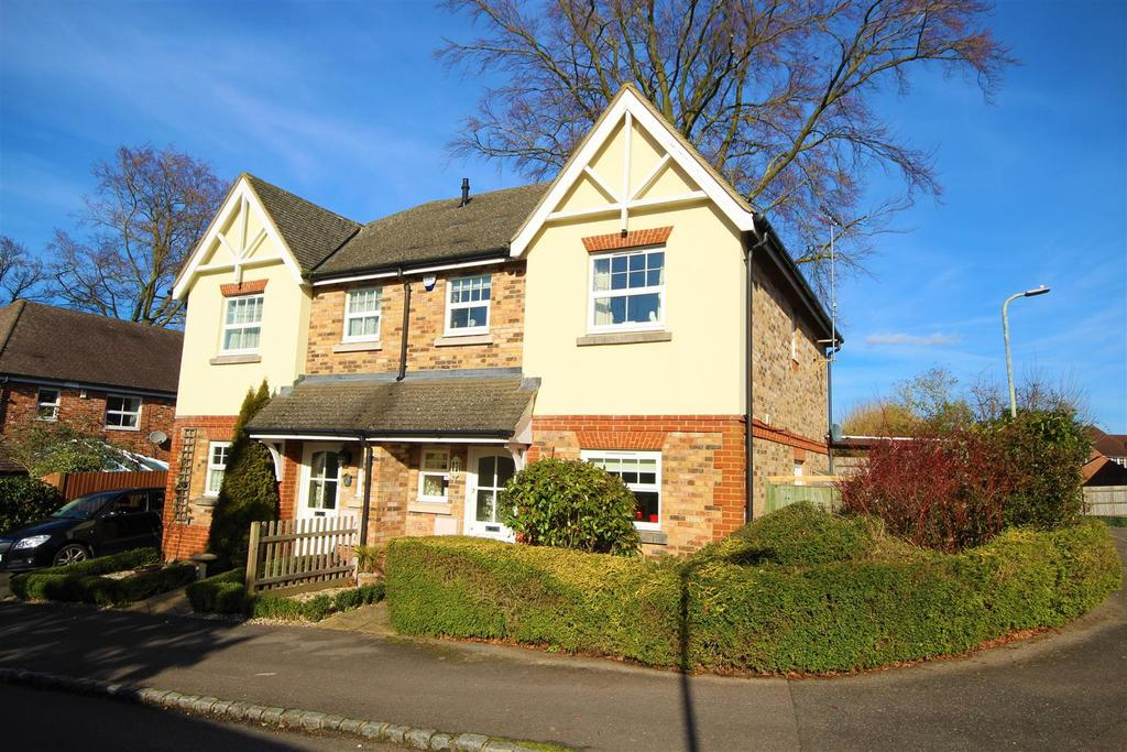 3 Bedrooms Semi Detached House for sale in Russett Gardens, Ruscombe, Reading