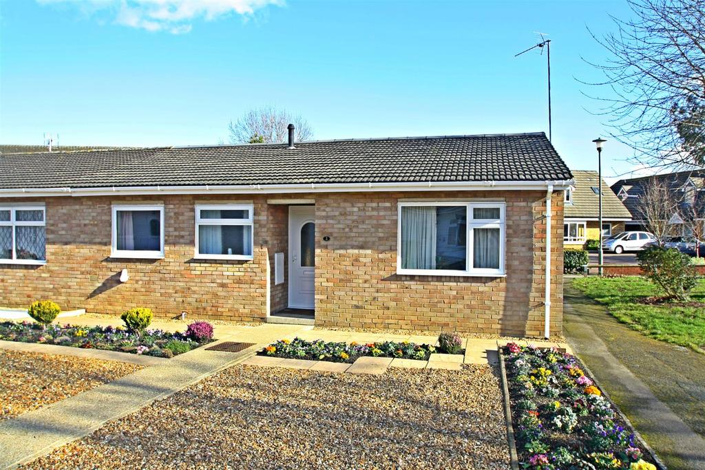 2 Bedrooms Semi Detached Bungalow for sale in Barons Close, Bletchley, Milton Keynes