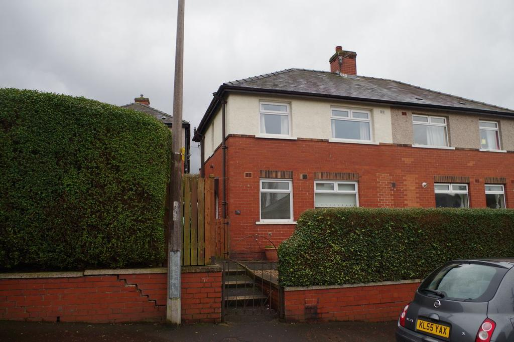 3 Bedrooms Semi Detached House for sale in Backhold Drive , Siddal , Halifax HX3
