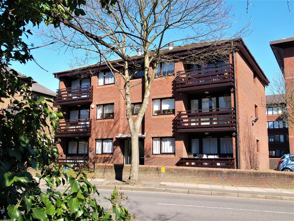 2 Bedrooms Apartment Flat for sale in Michelle Court, Blyth Road, Shortlands