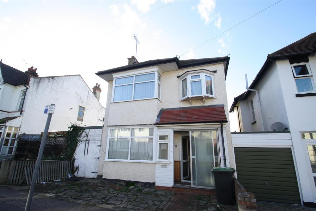 4 Bedrooms Detached House for sale in Westcliff Park Drive, Westcliff-On-Sea