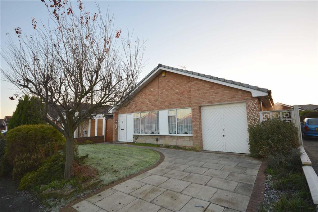 3 Bedrooms Detached Bungalow for sale in Braemore Close, Winstanley, Wigan, WN3