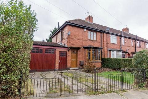 3 bedroom end of terrace house for sale - Rowntree Avenue, York