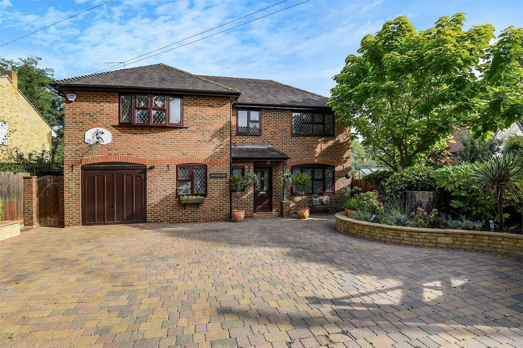 4 Bedrooms Detached House for sale in Sycamore Road, Farnborough Park, Hampshire