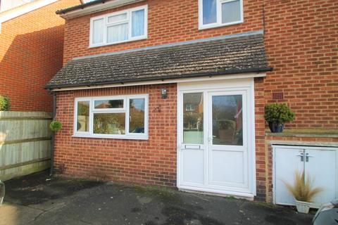 Studio to rent - Cranborne Avenue, Maidstone, Kent, ME15 7EE