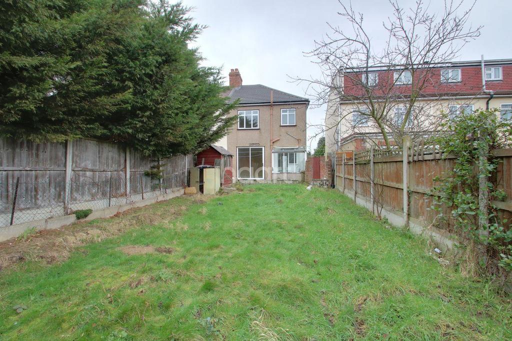 3 Bedrooms End Of Terrace House for sale in Ross Avenue, Dagenham