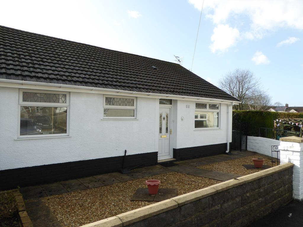 3 Bedrooms Semi Detached Bungalow for sale in Maes Gwyn, Caerphilly