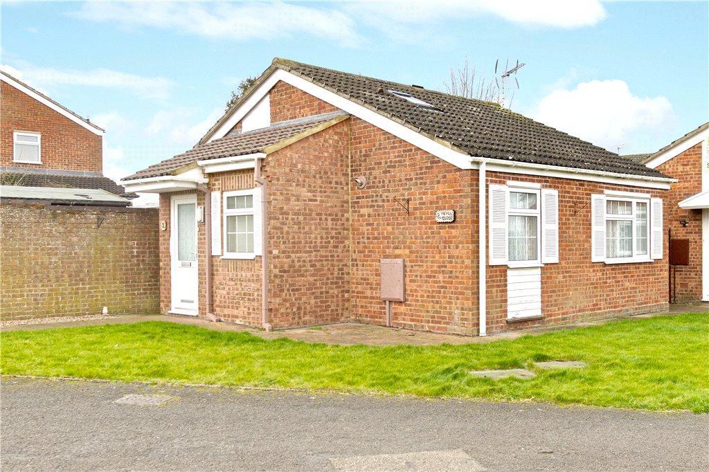 2 Bedrooms Detached Bungalow for sale in Nevill Close, Hanslope, Milton Keynes, Buckinghamshire