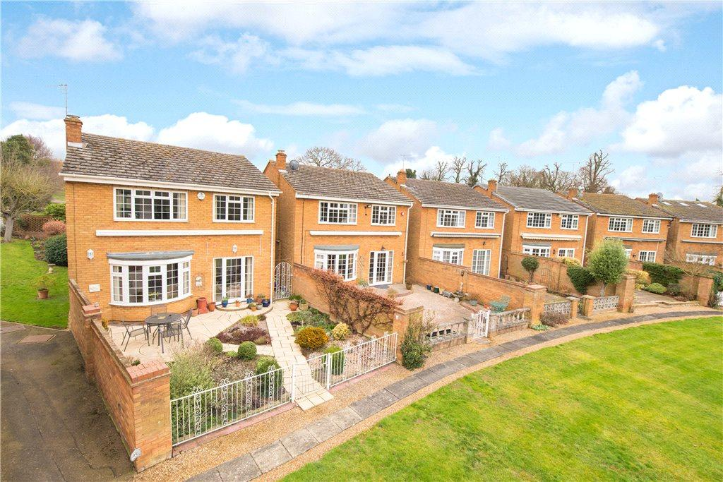 3 Bedrooms Detached House for sale in St. Marys Close, Letchworth Garden City, Hertfordshire