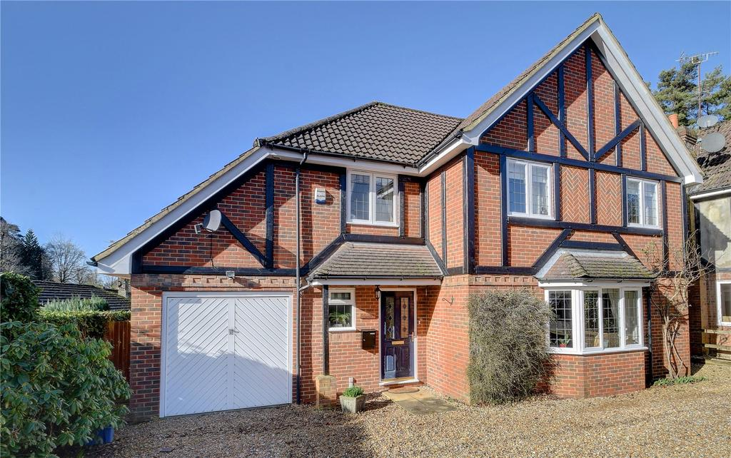 4 Bedrooms Detached House for sale in Southview Road, Headley Down, Bordon, Hampshire