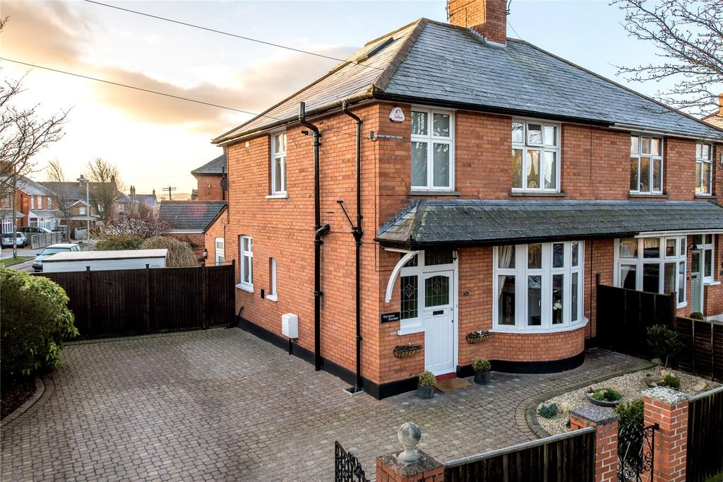 4 Bedrooms Semi Detached House for sale in Greenway Crescent, Taunton, Somerset