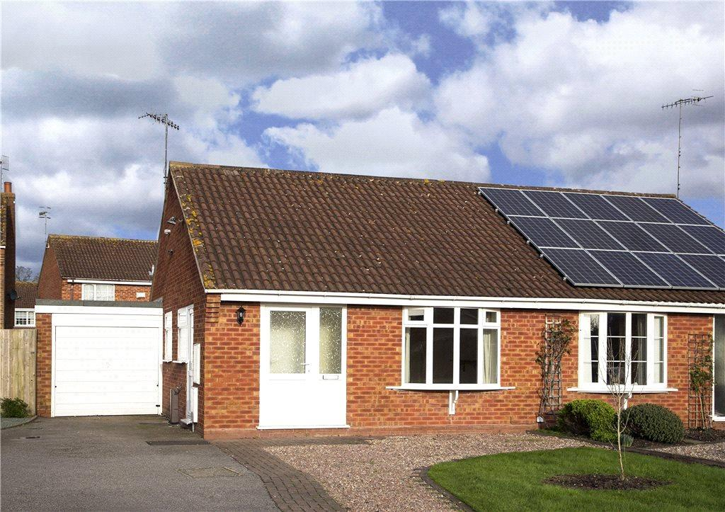 2 Bedrooms Semi Detached Bungalow for sale in Sagebury Drive, Stoke Prior, Bromsgrove, Worcestershire, B60