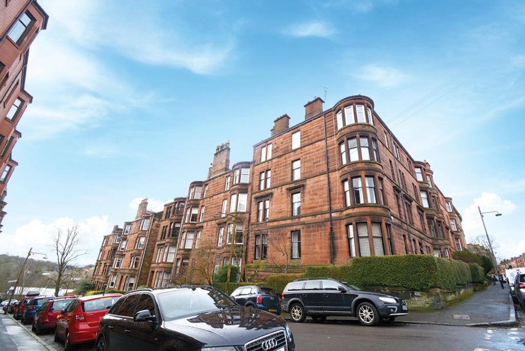 2 Bedrooms Flat for sale in 9 Yarrow Gardens, North Kelvinside, G20 6DX