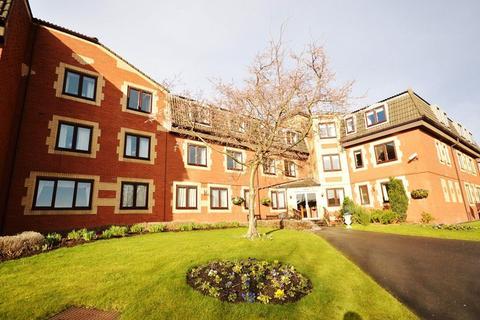 2 bedroom retirement property for sale - Flat 10, Fairburn House, Regent Crescent, Horsforth, Leeds