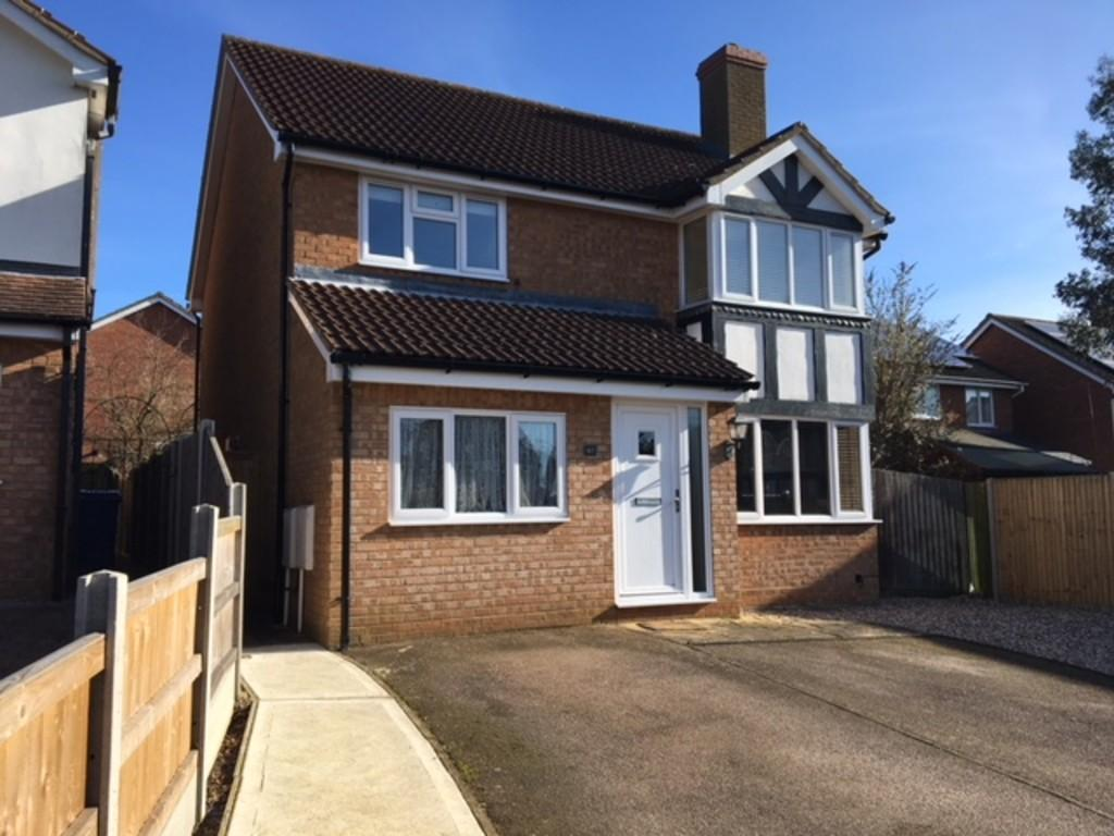 4 Bedrooms Detached House for sale in 42 Yeoman Way, Hadleigh, Ipswich, Suffolk, IP7 5HW