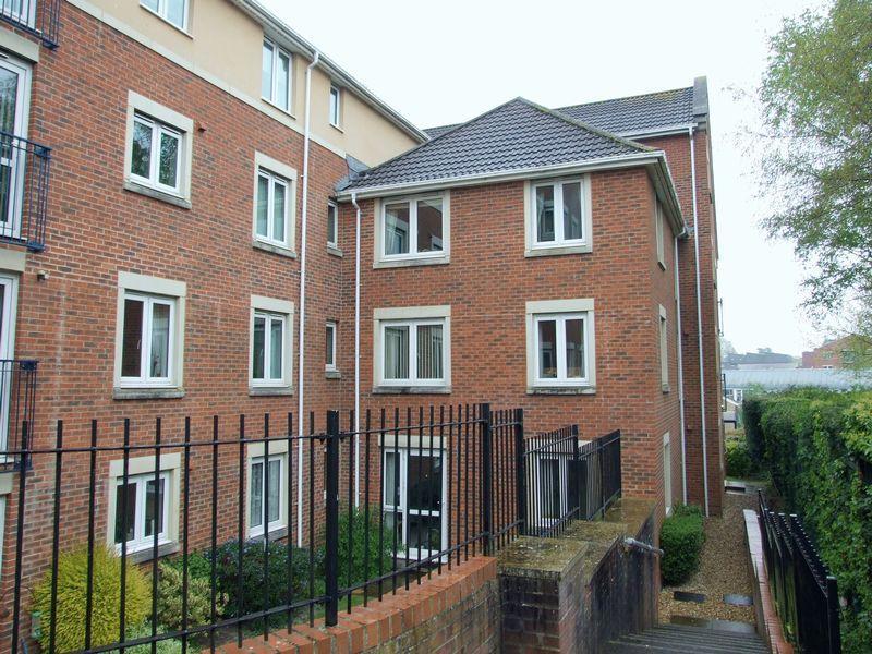 1 Bedroom Retirement Property for sale in Regal Court, Trowbridge