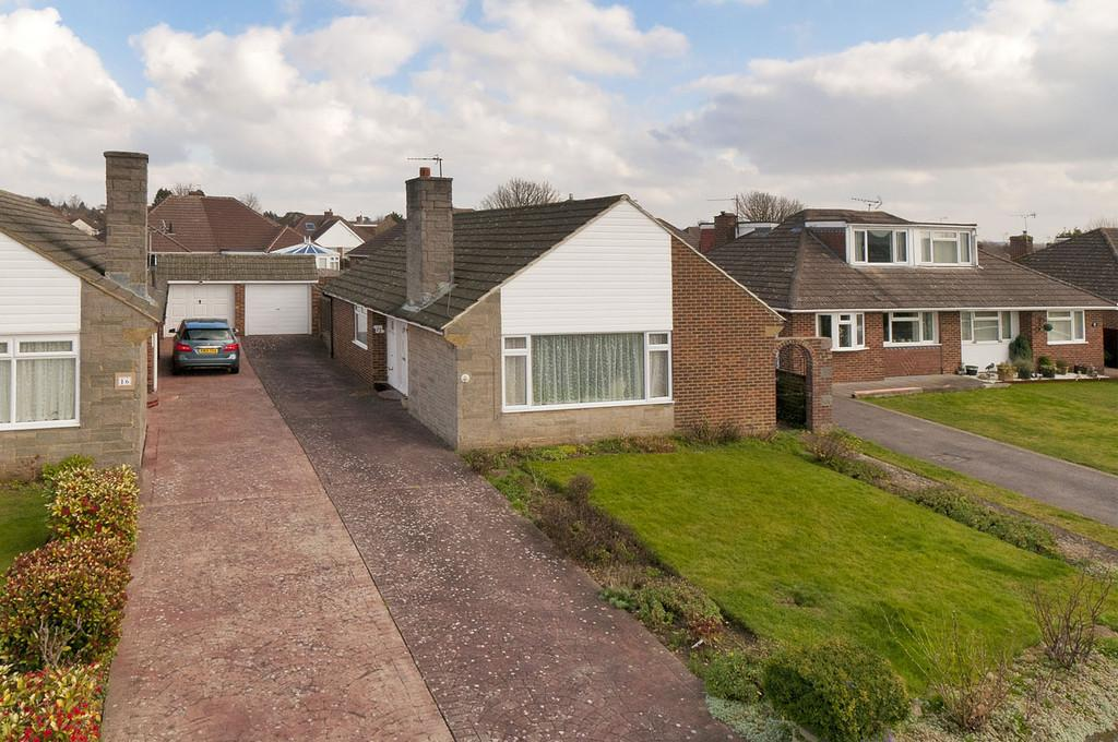 3 Bedrooms Detached Bungalow for sale in Blenheim Close, Bearsted