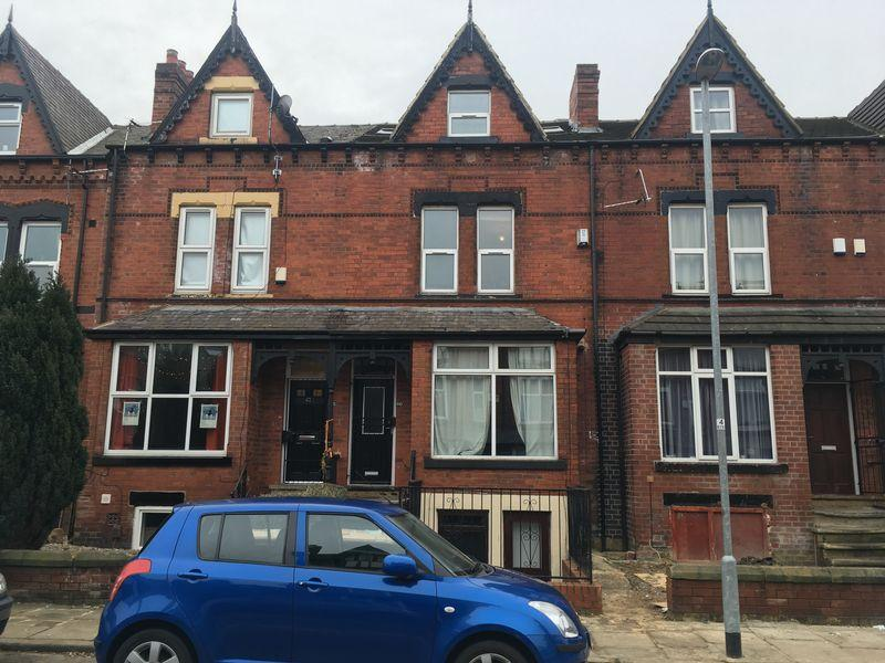 8 Bedrooms Terraced House for sale in Hyde Park, Leeds