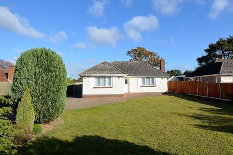 3 bedroom bungalow to rent - Glenmoor Road, West Parley, Ferndown