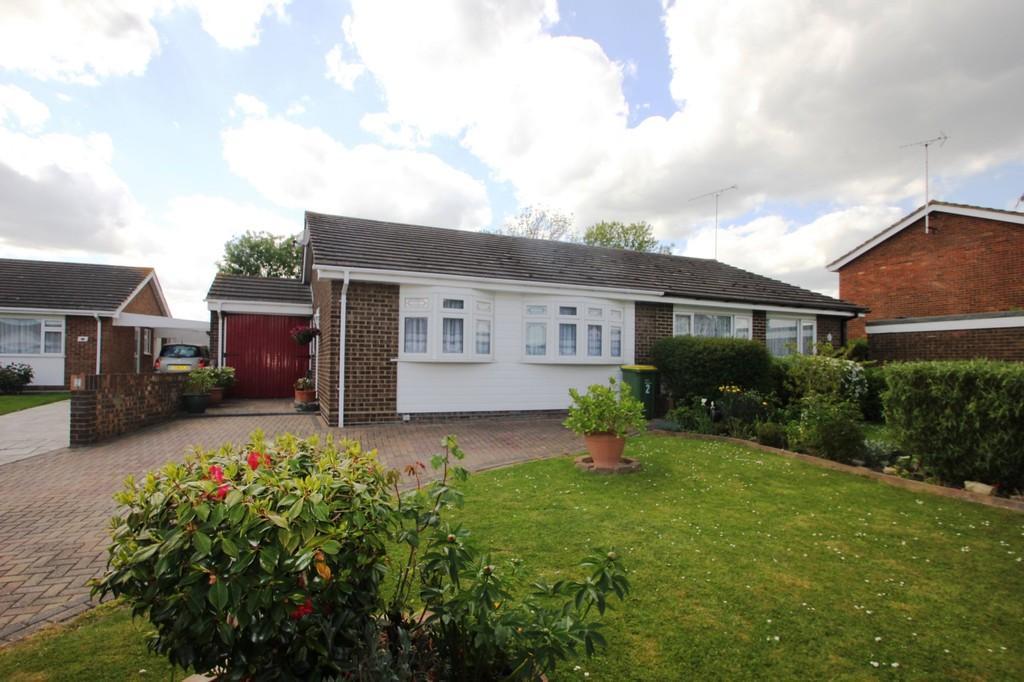3 Bedrooms Semi Detached Bungalow for sale in Devon Gardens, Rochford